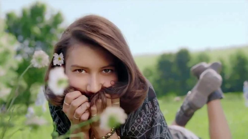 Herbal Essences bio:renew TV Commercial, 'Let Life In'