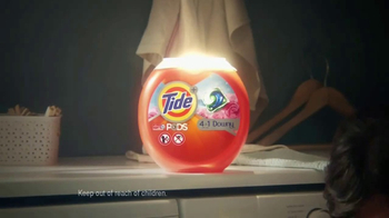Tide PODS Plus Downy TV Spot, 'Lost Socks' - Thumbnail 6