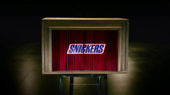 Snickers Super Bowl 2017 Teaser, 'Curtains' - Thumbnail 10