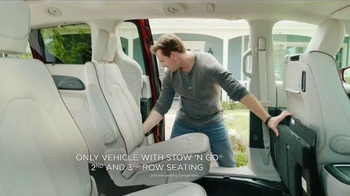 2017 Chrysler Pacifica TV Spot, 'Rising Star' Featuring Jim Gaffigan - Thumbnail 8