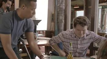 Joe's Crab Shack Corona Lime Steampot TV Spot, 'Comedy Central: Hand Model' - Thumbnail 4