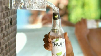 Truly Spiked & Sparkling TV Spot, 'A Refreshing Twist'