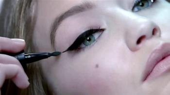 Maybelline New York Master Precise Curvy TV Spot, 'Curvas que tú controlas' con Gigi Hadid [Spanish] - Thumbnail 2