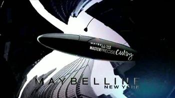Maybelline New York Master Precise Curvy TV Spot, 'Curvas que tú controlas' con Gigi Hadid [Spanish] - 57 commercial airings
