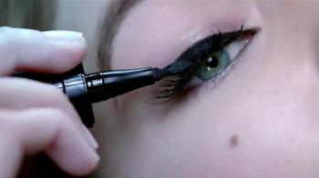 Maybelline New York Master Precise Curvy TV Spot, 'Curvas que tú controlas' con Gigi Hadid [Spanish] - Thumbnail 7
