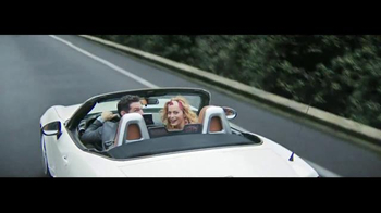 2017 FIAT 124 Spider TV Spot, 'Free Like a Bird' Song by Wyclef Jean - Thumbnail 4