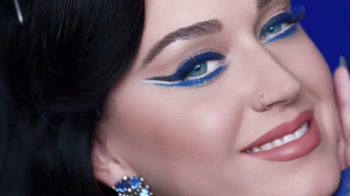 CoverGirl Katy Kat TV Spot, 'Cine negro' con Katy Perry [Spanish] - Thumbnail 2