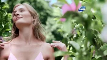 Dial Silk & Magnolia Body Wash TV Spot, 'Quiet Moments' - Thumbnail 2