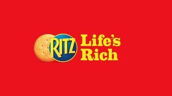 Ritz Crackers TV Spot, 'Glasses' [Spanish] - Thumbnail 10
