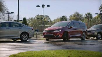 2017 Chrysler Pacifica TV Spot, 'Lazy' Featuring Jim Gaffigan - Thumbnail 5