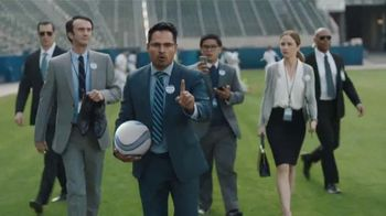 Bud Light TV Spot, 'Bud Light Party: Chicharito' con Michael Peña [Spanish]