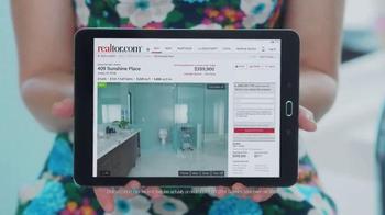 Realtor.com TV Spot, 'Dream Bathroom' Featuring Elizabeth Banks - Thumbnail 4