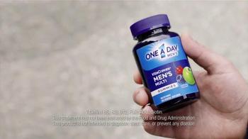One A Day Men's VitaCraves Gummies TV Spot, 'Apple' - Thumbnail 7