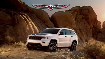 2017 Jeep Grand Cherokee Trailhawk TV Spot, 'Independence Day: Resurgence'