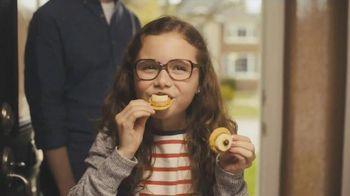 Ritz Crackers TV Spot, 'Glasses' - Thumbnail 10