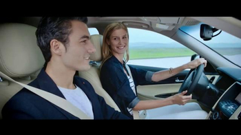 2016 Infiniti QX50 TV Spot, 'Showcase' Song by Bloc Party - Thumbnail 4