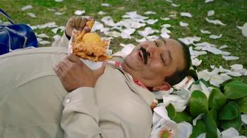 Popeyes Magnolia Blossom Chicken TV Spot, 'El verano' [Spanish] - Thumbnail 5