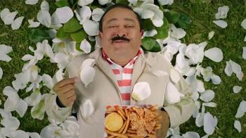 Popeyes Magnolia Blossom Chicken TV Spot, 'El verano' [Spanish] - Thumbnail 7