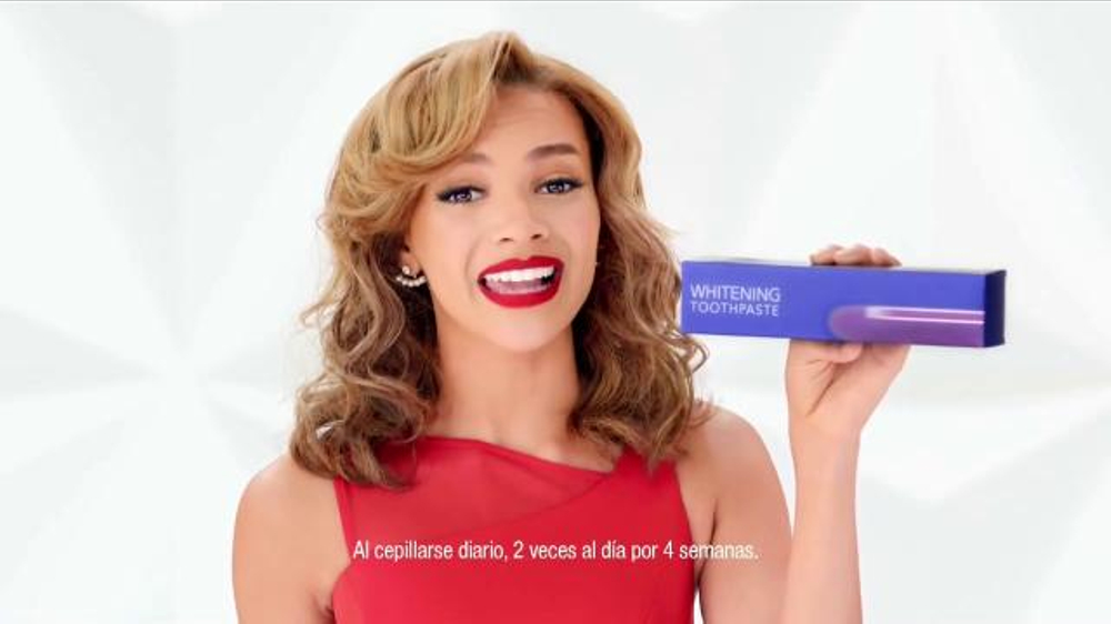 Colgate Optic White TV Commercial, 'Blanqueamiento' con Leslie Grace