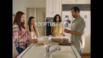 Adoption From Foster Care TV Spot, 'Papá hace las galletas' [Spanish] - Thumbnail 9