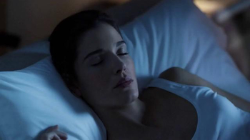 Garnier Miracle Sleeping Cream TV Spot, 'Fight Fatigue' - Thumbnail 4