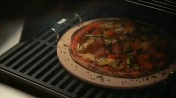 The Home Depot TV Spot, 'Patio trasero: antes y después' [Spanish] - Thumbnail 7
