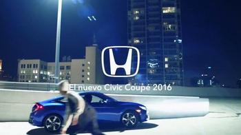 2016 Honda Civic Coupé TV Spot, 'Skate' [Spanish] - Thumbnail 9