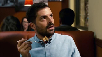 Denny's TV Spot, 'Independence Day: Resurgence: Shadows Hispanic' [Spanish] - Thumbnail 5