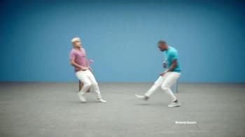 Old Navy TV Spot, 'Camisetas' con Nasim Pedrad y Kumail Nanjiani [Spanish] - Thumbnail 4