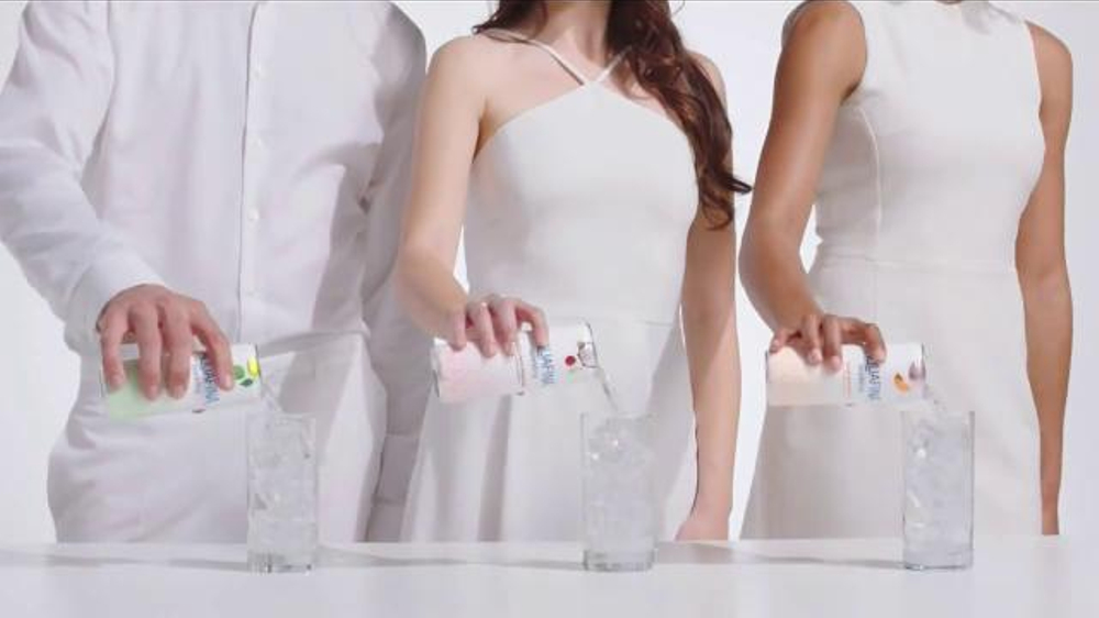 Aquafina Sparkling TV Commercial, 'Refreshing Experience'