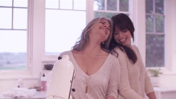 Alex and Ani TV Spot, 'Celebrate a Mother's Love'