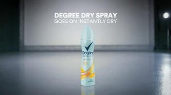 Degree Dry Spray TV Spot, 'Dryness Test: Woman' - Thumbnail 7