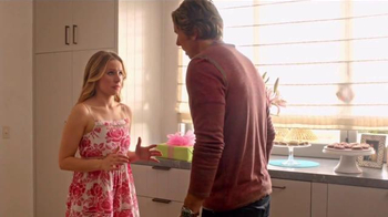 Samsung Family Hub TV Spot, 'Birthday Party' Ft. Kristen Bell, Dax Shepard - Thumbnail 5