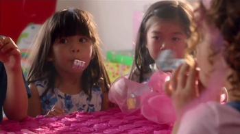 Samsung Family Hub TV Spot, 'Birthday Party' Ft. Kristen Bell, Dax Shepard - Thumbnail 6