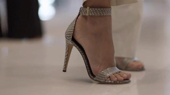 Barclays MasterCard Gold Card TV Spot, 'On the Town' - Thumbnail 4