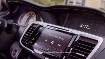 2016 Honda Accord TV Spot, 'Ice Cream Truck' - Thumbnail 7
