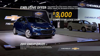 2017 Chevrolet Cruze LT TV Spot, 'Attention at the Auto Show' [T2] - Thumbnail 8
