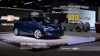 2017 Chevrolet Cruze LT TV Spot, 'Attention at the Auto Show' [T2] - Thumbnail 7