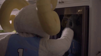 LG InstaView Door-in-Door Refrigerators TV Spot, 'Mascots Knock' - Thumbnail 4