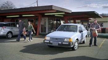 Febreze Car Vent Clip TV Spot, 'Automóvil de hamburguesa' [Spanish] - Thumbnail 2
