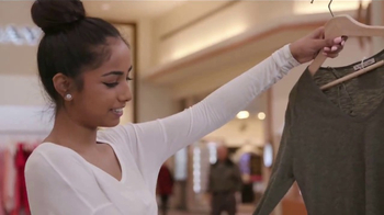 Dove Clear Finish Invisible Dry Spray Antiperspirant TV Spot, 'Confidence' - Thumbnail 4