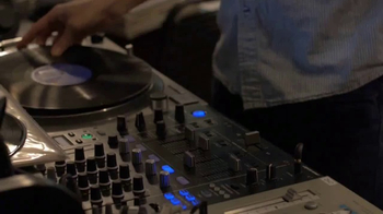 GEICO TV Spot, 'Fuse: Vinyl Lovers' - Thumbnail 5