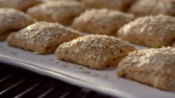 Quaker Breakfast Squares TV Spot, 'Delicious Ingredients' - Thumbnail 8