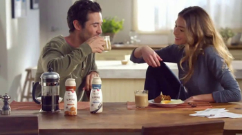 Coffee-Mate Natural Bliss Almond Milk Creamer TV Spot, 'Al revés' [Spanish] - Thumbnail 6