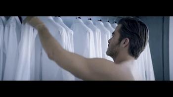 Giorgio Armani Code Colonia TV Spot, 'Camisas' con Chris Pine [Spanish] - Thumbnail 1