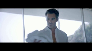 Giorgio Armani Code Colonia TV Spot, 'Camisas' con Chris Pine [Spanish] - Thumbnail 2