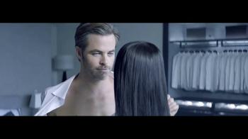 Giorgio Armani Code Colonia TV Spot, 'Camisas' con Chris Pine [Spanish] - Thumbnail 6