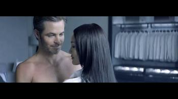 Giorgio Armani Code Colonia TV Spot, 'Camisas' con Chris Pine [Spanish] - Thumbnail 8