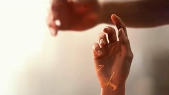Glade Candles TV Spot, 'Siente calidez' [Spanish] - Thumbnail 4
