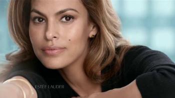 Estee Lauder New Dimension TV Spot, 'Mejor ángulo' con Eva Mendes [Spanish] - Thumbnail 2